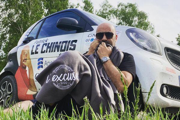 Après 20 000 kilomètres de route en smart et énormément de rencontres et de péripétie, Patrick Le Chinois était sur le point d'entrer en Chine. Le destin en a décidé autrement. Il doit faire demi-tour