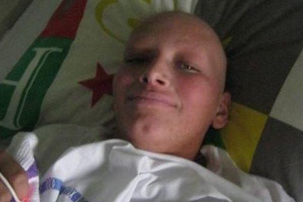 Pendant son séjour à l'hôpital, Jonathan s'est pris en photo tous les jours pour voir son évolution.