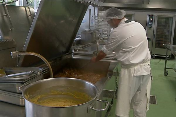Grand Poitiers souhaite développer les repas bio dans les cantines
