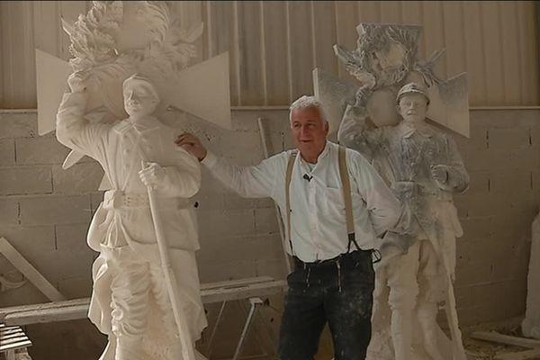 Guilhem de Vitot reproduit à l'identique la statue du poilu de Saint-Rome de Cernon.