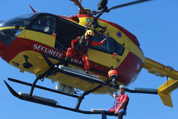 L'hélicoptère Dragon 06 est mobilisé pour les recherche (image d'archive).