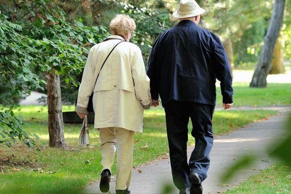 Un couple de retraités au Touquet (Pas-de-Calais).