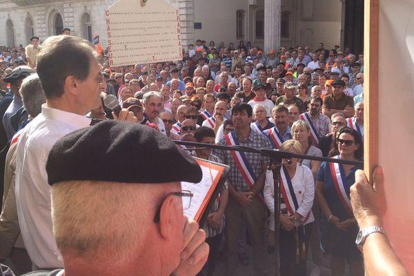 Ils étaient des milliers devant la préfecture des Landes, à Mont-de-Marsan.
