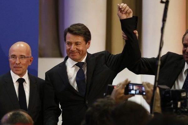 Christian Estrosi, entouré par Eric Ciotti et Renaud Muselier, est le nouveau président de la région PACA