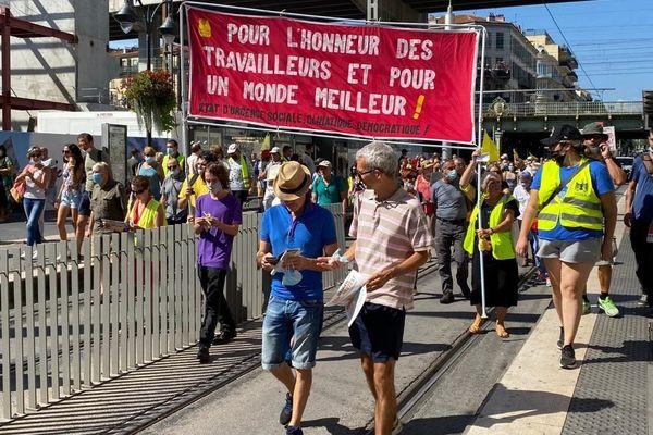 """A Nice (Alpes-Maritimes), samedi 12 septembre, un cortège non autorisé de 300 """"gilets jaunes"""" marche dans les rues du centre ville."""