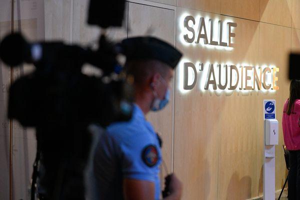 Le procès des attentats du 13 novembre 2015 prend place au cœur du palais de justice historique de Paris, sur l'île de la Cité, depuis le 8 septembre 2021.