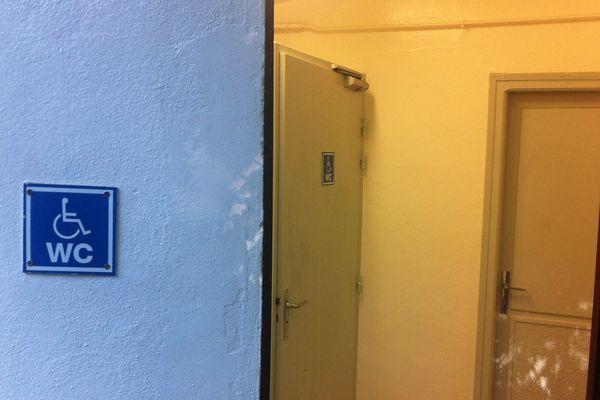 Les WC publics du parc Sainte Marie où l'explosion a eu lieu