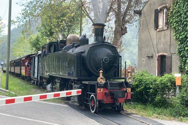 Le train des Pignes a repris du service depuis le 6 juin. Et il a toujours autant de succès !