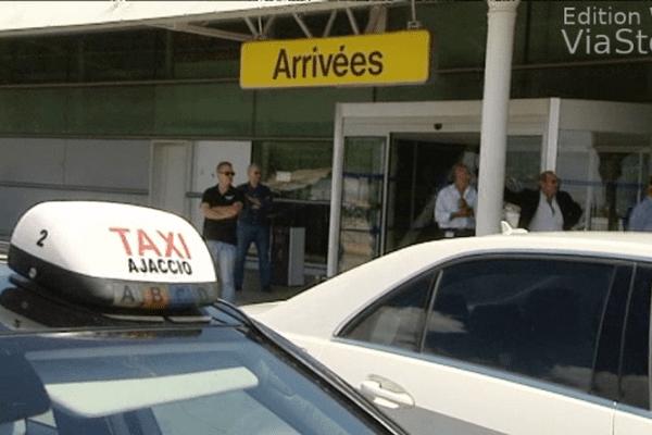 29/05/14 - La bataille entre les VTC et les taxis dégénère en bagarre à l'aéroport d'Ajaccio