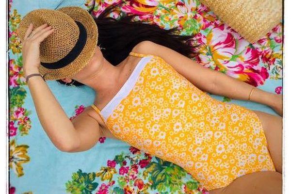 La créatrice utilise un tissu fabriqué en Italie, il est traité anti-UV 50 plus.
