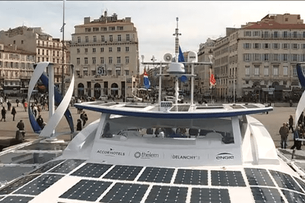 Le catamaran Energy Observer fait escale à Marseille