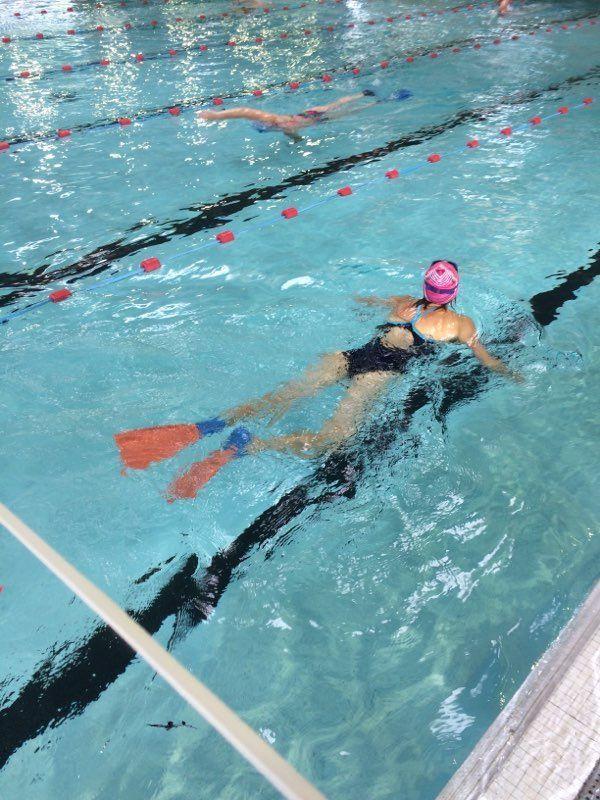 Seuls cinq nageurs sont autorisés par ligne d'eau