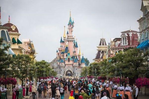 En 2015, Disneyland avait accueilli près de 15 millions de visiteurs.