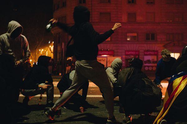 Barcelone (Espagne) - manifestation et violence toute la nuit dans les rues de la capitale de la Catalogne - 18 octobre 2019.