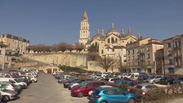 La place Mauvard où devait s'implanter le projet devrait encore rester un parking pendant quelques temps.