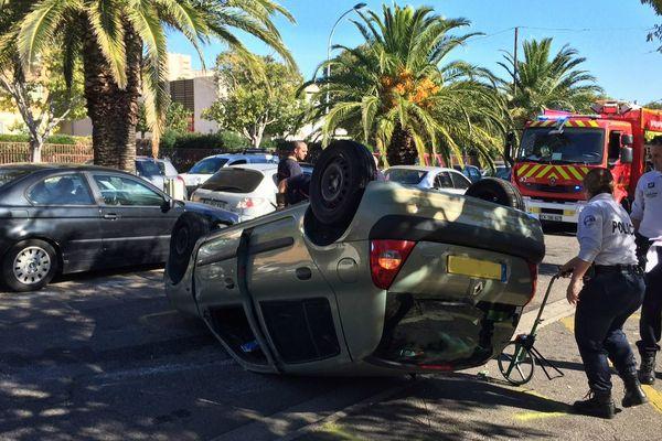 31/10/16 - Bastia - Une voiture termine sa course sur le toit