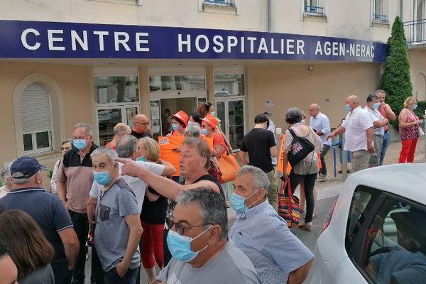 Mobilisation devant le centre hospitalier Agen-Nérac contre la fermeture du Smur, 21 juillet 2021.