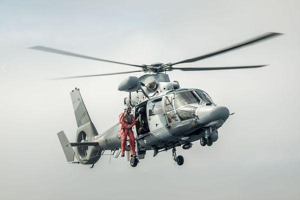 L'hélicoptère Panther de la Marine Nationale a procédé à une double évacuation hier soir au large de Fos-sur-mer.