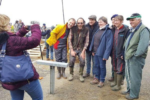 Petite photo souvenir avec les acteurs du film et les agriculteurs