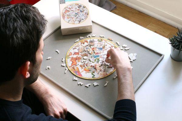 Les puzzles Michèle Wilson, réputés pour leur beauté, sont aussi plus difficiles à assembler que les puzzles traditionnels.