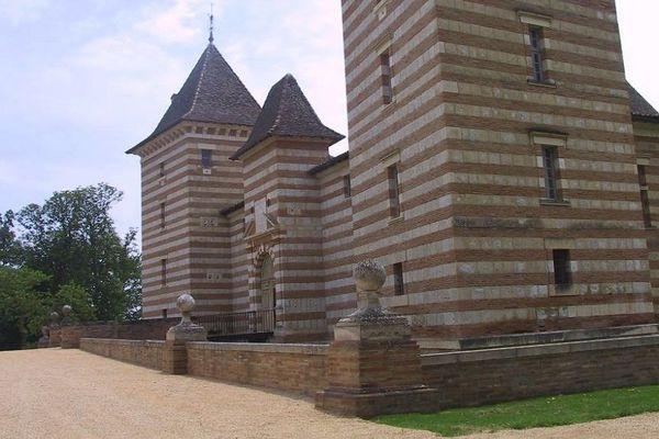 Le château de Laréole, propriété du conseil départemental de Haute-Garonne, abrite le premier mois de tournage de ce film de fiction.