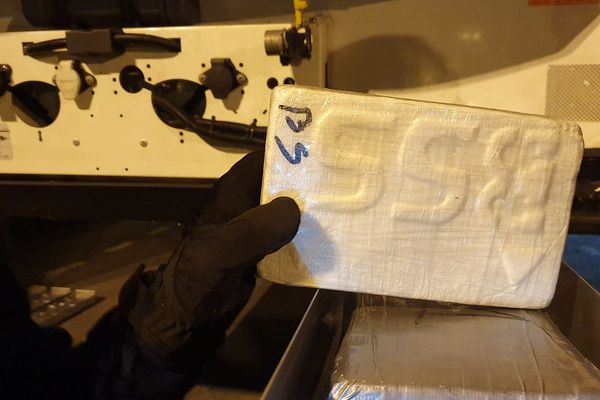 70 paquets de cocaïne étaient dissimulés dans deux tiroirs géants, dans un camion frigorifique.
