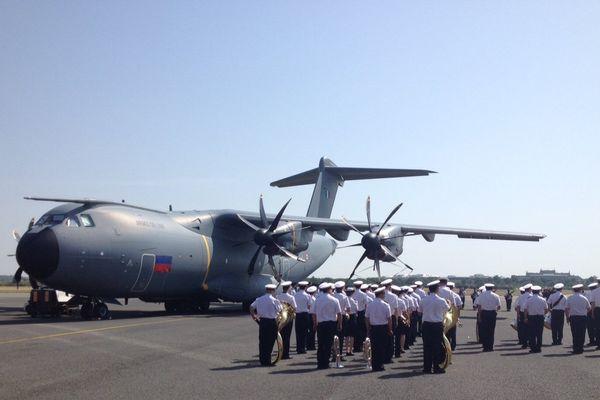 """L'Airbus A 400 M officiellement baptisé """"Métropole de Lyon"""" ... une cérémonie officielle avait lieu ce mardi 7 juillet."""