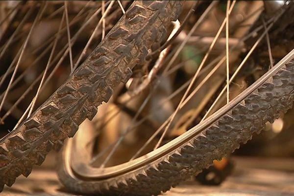 Velocampus à Besançon vous propose d'acquérir un vélo à petit prix, et vous forme à son entretien.