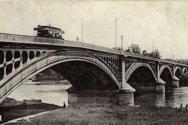 Le tram sur le Pont Saint-Michel vers 1910