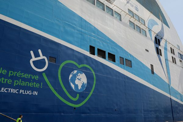 Les ferries de la compagnie de La Méridionale peuvent déjà se brancher à quai pour ne pas utiliser de fioul.
