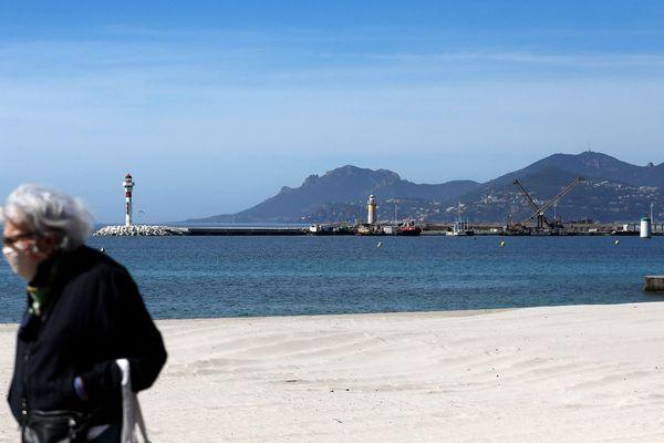 Ce jeudi, c'est au tour du maire de Cannes de demander l'autorisation d'accéder à la mer.