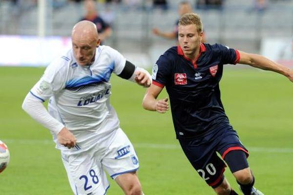 Nîmes s'est incliné 1 à 0 contre Auxerre pour la cinquième journée de Ligue 2. 28 août 2015.