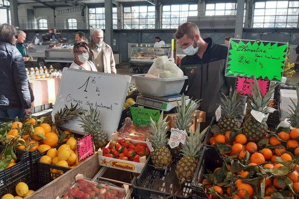 A Tarbes, le marché est maintenu sous la halle Marcadieu mais un filtrage est mis en place à l'entrée