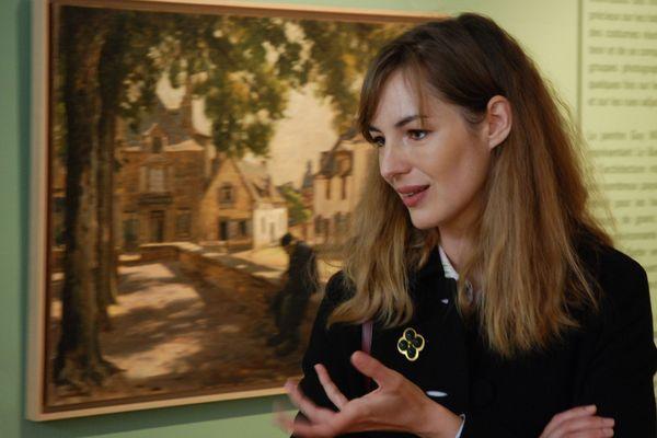 L'actrice Louise Bourgoin, venue présenter cette nouvelle exposition temporaire au Musée du Faouët (Morbihan).