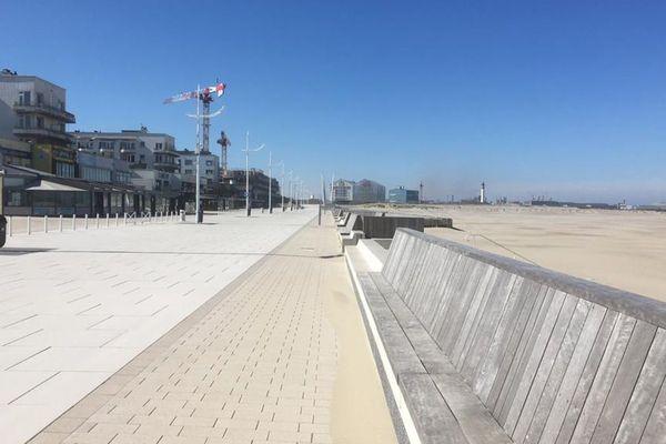 La digue de Malo-Dunkerque, vide en temps de confinement