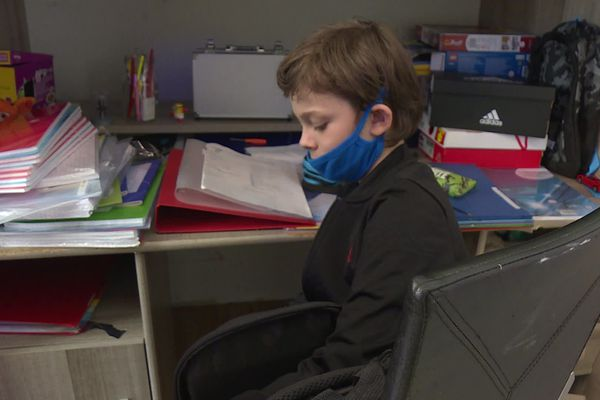 Lucas n'a aucun retard d'apprentissage, ce qui ne serait peut-être plus le cas dans une classe de 30 élèves.