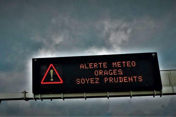 Du vendredi 23 au samedi 24 juillet 6 heures, Météo France a placé 4 départements d'Auvergne-Rhône-Alpes en vigilance orange aux orages.