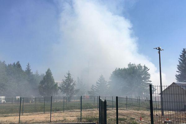 Un feu accidentel de déchets à l'usine d'incinération de Rosière d'Égletons (19) a nécessité l'intervention d'une quarantaine de pompiers ce jeudi 25 juillet.