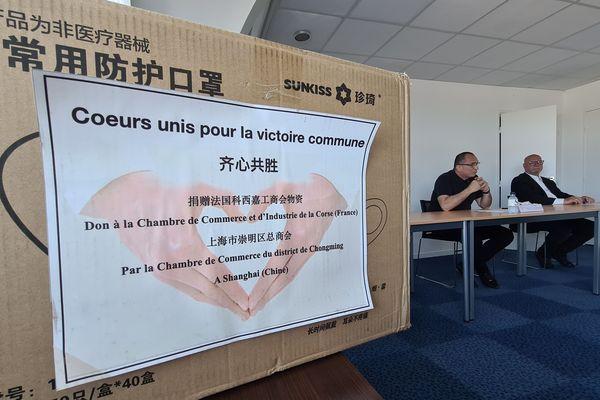 Le carton de masques envoyés par la Chine en Corse.