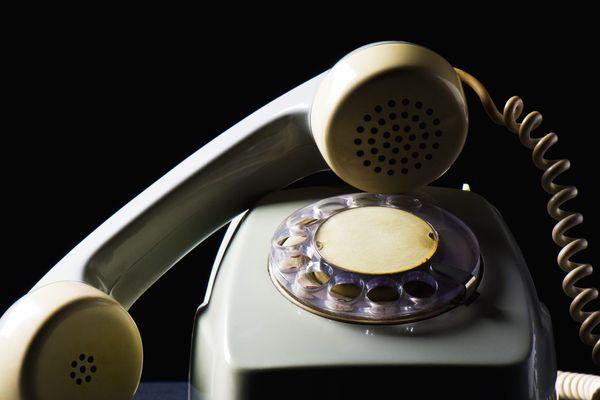Selon une étude du Credoc, seuls 27% des Français utilisent un téléphone fixe quotidiennement, contre 79% pour le téléphone mobile.