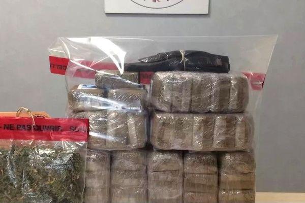 4,3 kilos de cannabis saisis par la police lavalloise, août 2018
