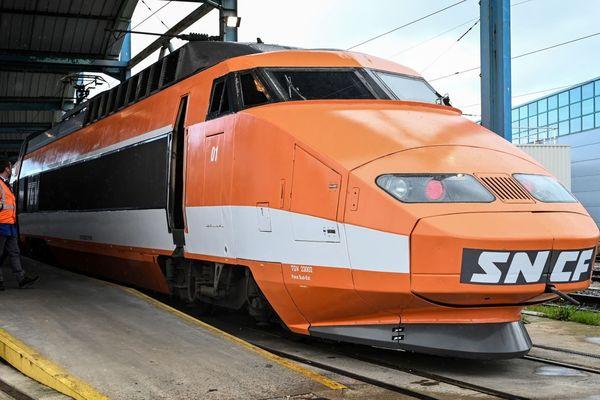 """""""Patrick"""", de passage à Saint-Denis le 25 février 2020, avant sa présentation à la gare de Lyon à Paris."""