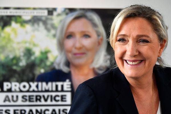 La présidente du Rassemblement national, Marine Le Pen, lors d'une conférence de presse à Gavignac (Gironde).