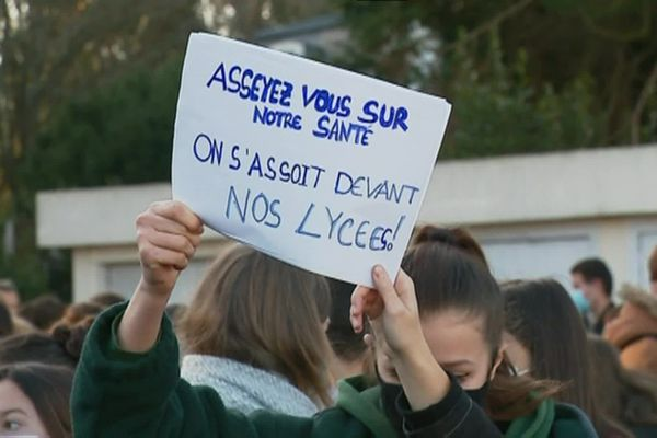 Les lycéens de Pont L'Abbé réclament le renforcement du protocole sanitaire