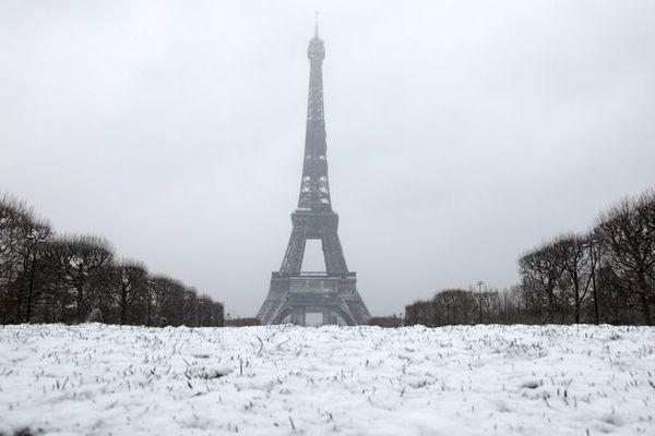Paris sous la neige le 16 janvier 2021. LUDOVIC MARIN / AFP