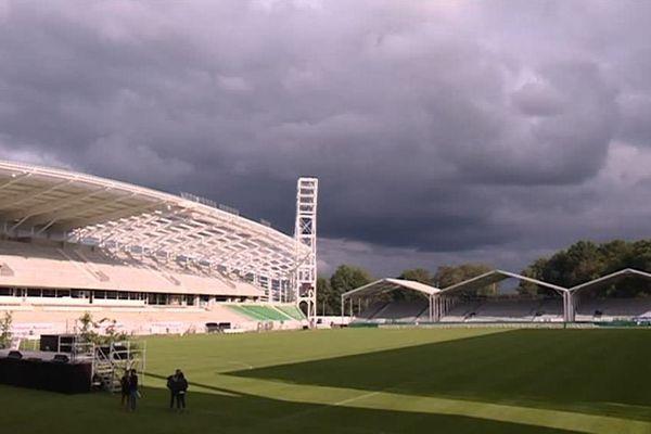 Le stade du Hameau comptera 18 000 places. Les travaux de rénovation seront terminés en décembre.