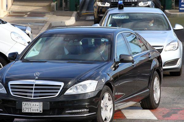 Après une cérémonie d'accueil à l'aéroport, le monarque saoudien et sa suite ont pris la direction de Vallauris Golfe-Juan.