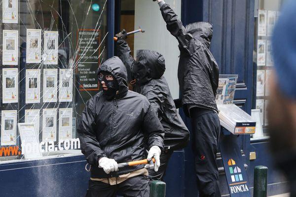 Des casseurs à l'oeuvre lors de la manifestation de samedi 21 février