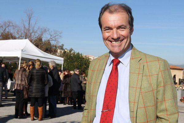 Luc Jousse, maire UMP de Roquebrune-sur-Argens, à la sortie d'une cérémonie.