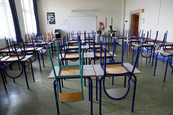 Les enseignants fraîchement diplômés deviennent des titulaires en zone de remplacement et peuvent attendre un certain temps avant d'obtenir une affectation